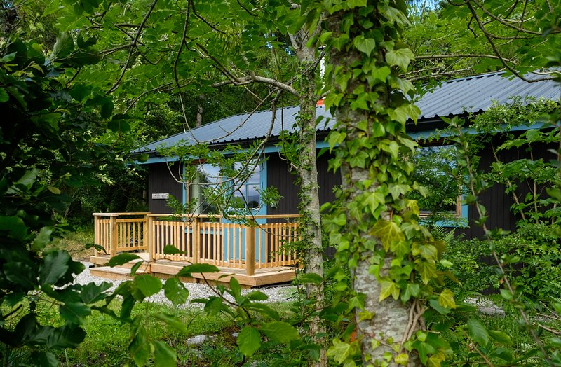 Smithywood Chalet: a great base for Scottish Highland explorers. Waterside, dog friendly. WiFi.