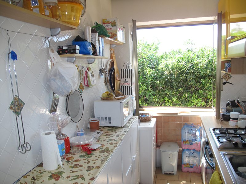 KITCHEN worktop side on low cabinet, MICROWAVE, TOSTA PANE, WASHING AND WINDOW ON THE VIALETTO