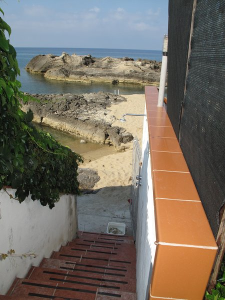 Descent from the Terrace on the Beach with hot and cold shower to avoid bringing sand home