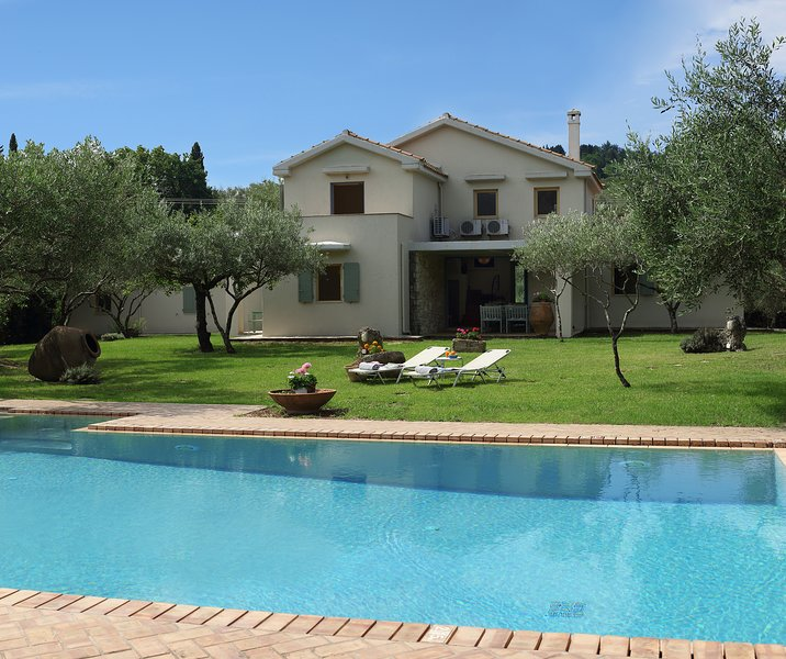Villa Olive - 3 Bedrooms with private pool, holiday rental in Skripero