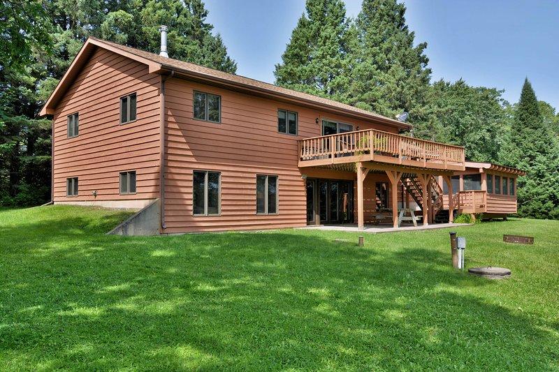Best Home on Lake Namakagon, location de vacances à Grand View