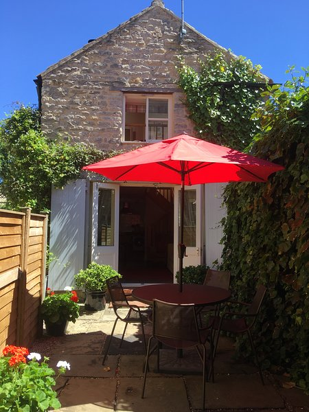 Castlegate Coach House Holiday Cottage with parking, WiFi and dog friendly, holiday rental in Pickering