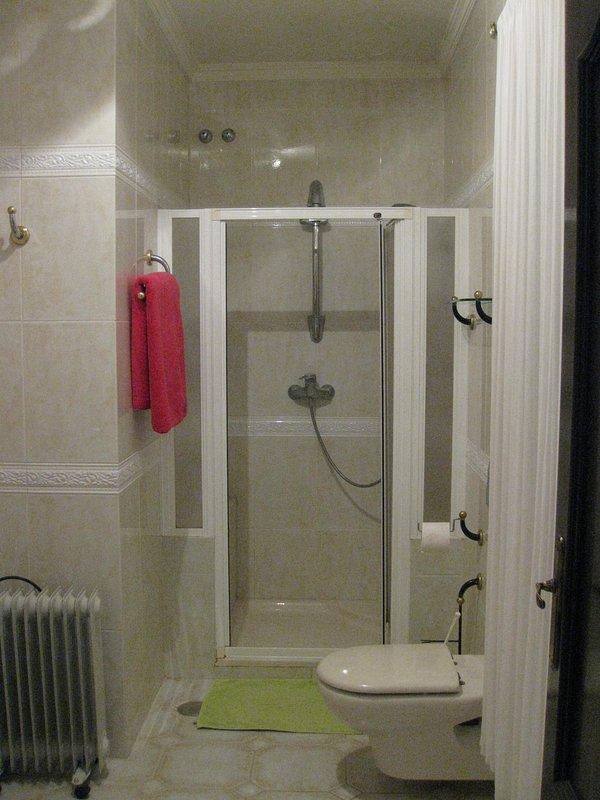 Dusche Verbindungstür zu größeren Badezimmer