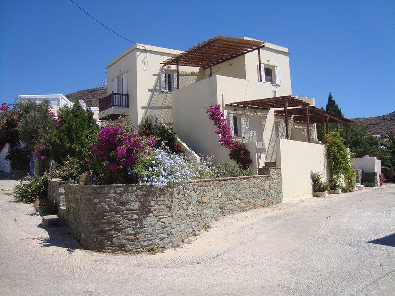CHRISTINA APARTMENTS TINOS 1, holiday rental in Triantaros