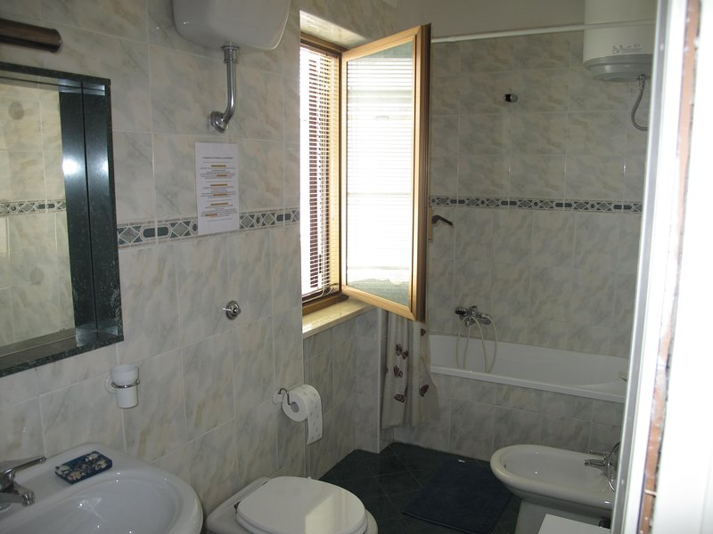 2nd LEVEL NIGHT BATHROOM area with WINDOW (Cup, Bidet, Sink and Bathtub with Crystal for Shower