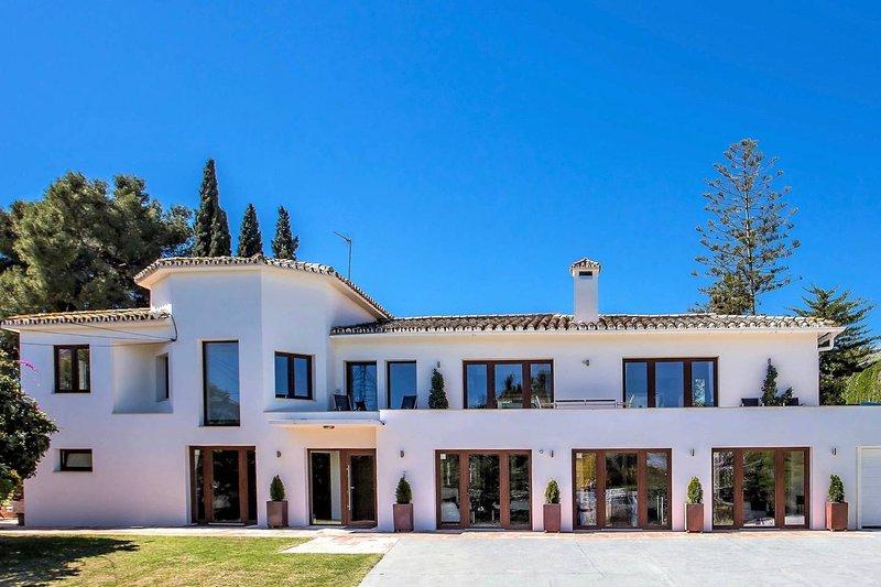 7 B/R Luxury Villa near Puerto Banus & Beach 5 M, alquiler de vacaciones en Puerto Banús