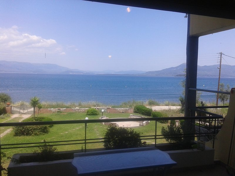 Airy & sunny apartment by the sea   MARE e MONTI, holiday rental in Polidrosos