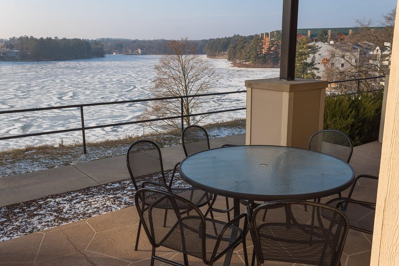 Wisconsin Dells Getaways Balcony With Sitting Area #305