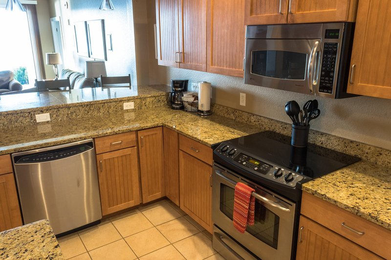 Wisconsin Dells Getaways Kitchen With Living Area #305