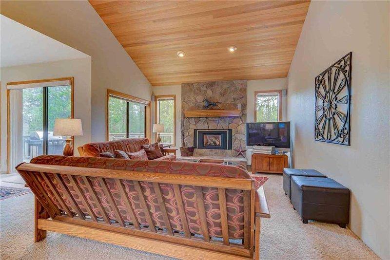Sunriver-Vacation-Rental---26-White-Elm---Living-Room-1