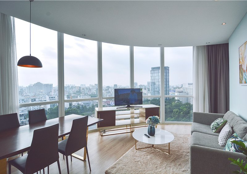 Son & Henry - FIT2 - Spacious 2BR Apartment, CBD, Rooftop Pool and Sky Bar, holiday rental in Ho Chi Minh City
