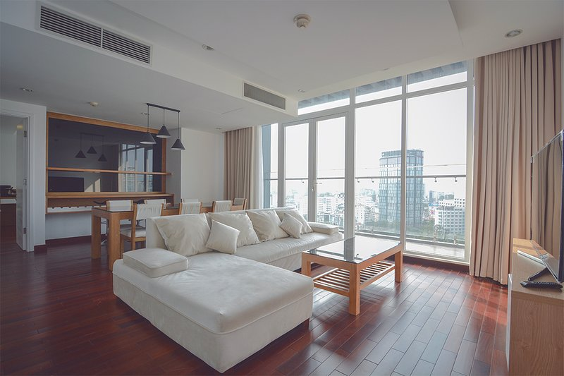 Son & Henry - SIT3 - Spacious 2BR Apartment, CBD, Rooftop Pool and Sky Bar, holiday rental in Ho Chi Minh City
