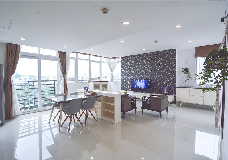 Son & Henry - TE3 - Spacious 3BR Apartment, CBD, Rooftop Pool and Sky Bar, holiday rental in Ho Chi Minh City