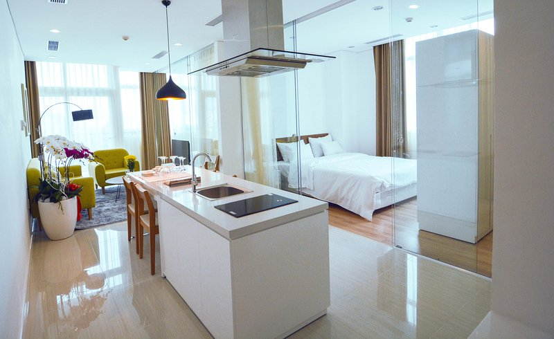 Son & Henry - EI3 - Spacious 3BR Apartment, CBD, Rooftop Pool and Sky Bar, Ferienwohnung in Ho-Chi-Minh-Stadt