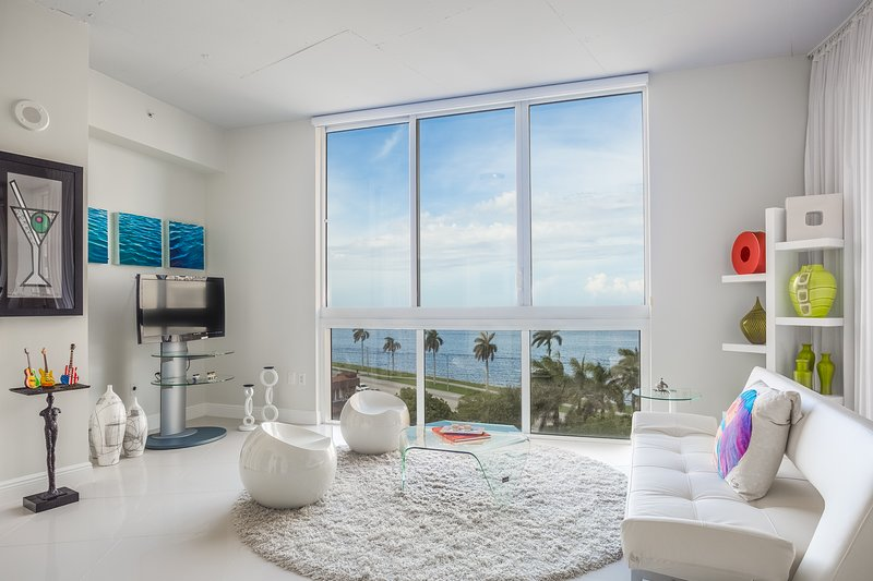Contemporary Loft with Stunning Waterfront Views!, location de vacances à Palm Beach