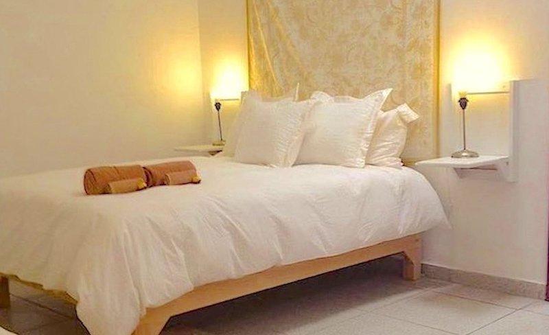 Casa Canario La Americana family private room, isolated from bustle street, vacation rental in Guadalajara
