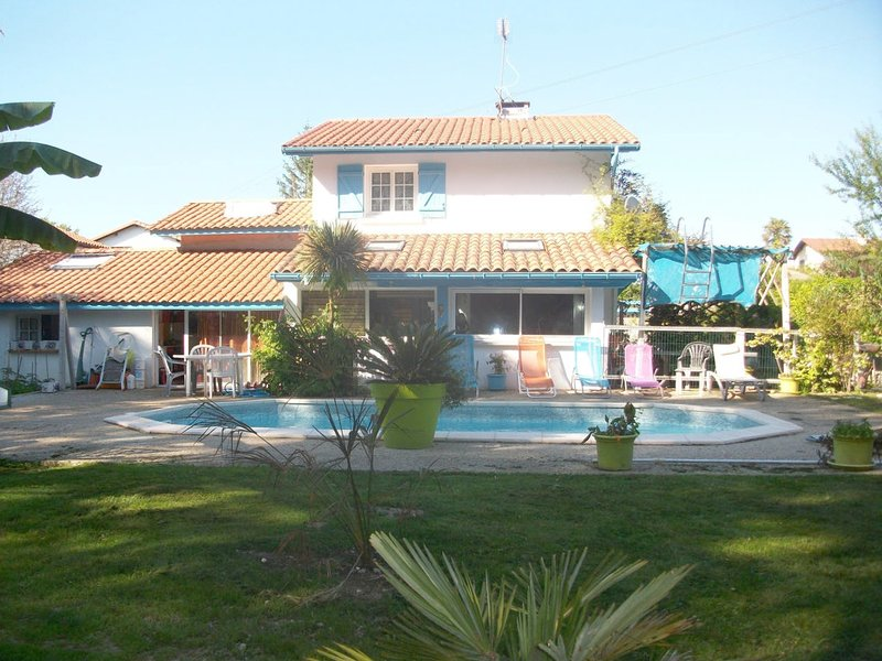 Spacious villa with swimming-pool, holiday rental in Saint-Martin-de-Seignanx