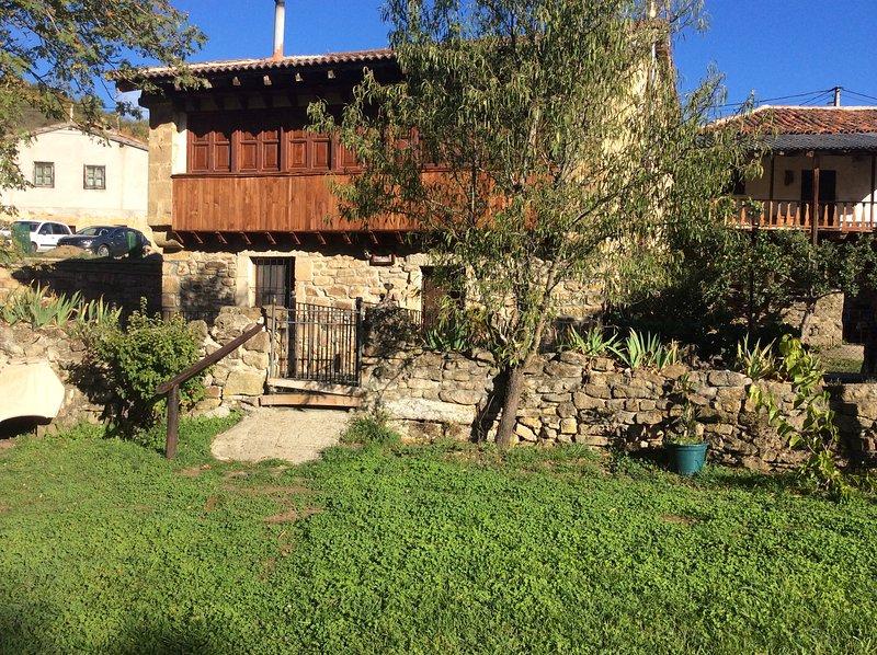 Casa rural típica montañesa para 12 personas en Cantabria, holiday rental in Valdeprado del Rio