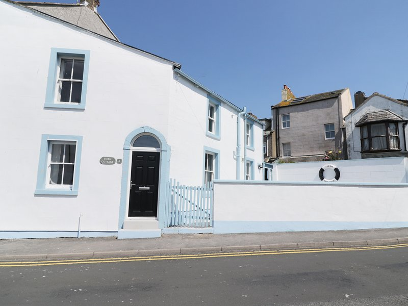 FIRTH COTTAGE, elevated position,  in Maryport, vacation rental in Dearham