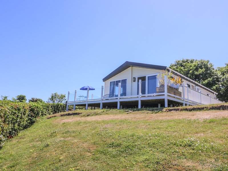 8 HARBOUR VIEW, spectacular sea views, open-plan, on-site facilities, location de vacances à New Quay
