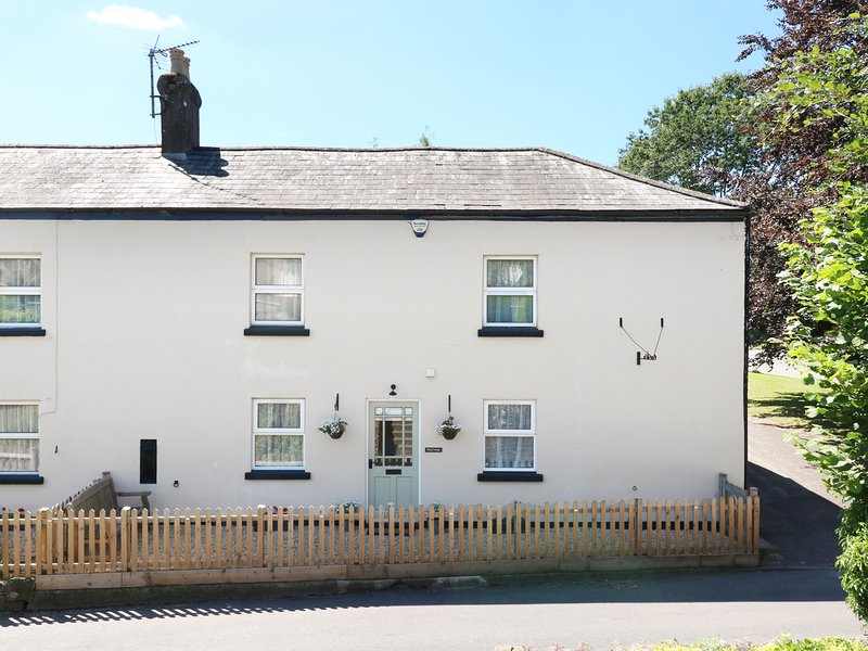 SHOP COTTAGE, WiFi, woodburning stove, in Goodrich, Ref. 964087, holiday rental in Ross-on-Wye