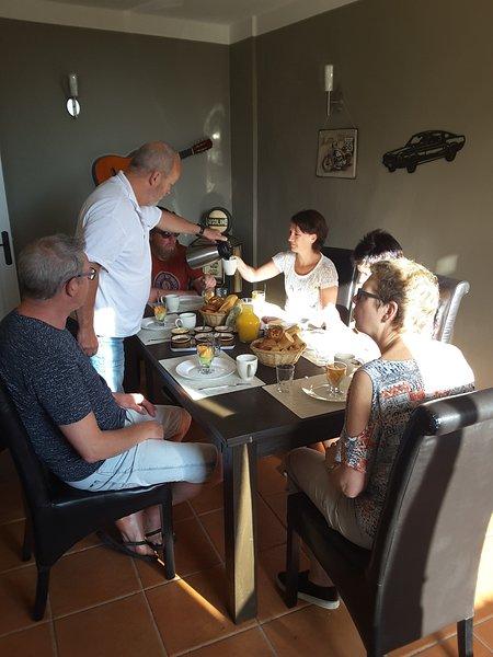 Bar/Bistro/Bed &Breakfast La Bonne Vie, vacation rental in Juillac