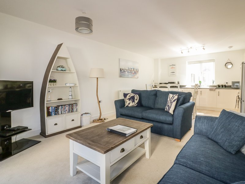 STONE'S THROW, first floor apartment, balcony, WiFi, in Charlestown, holiday rental in Charlestown