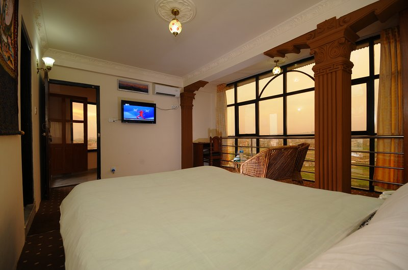 Spacious Double Room - Hotel Manohara Pvt Ltd, vacation rental in Balthali