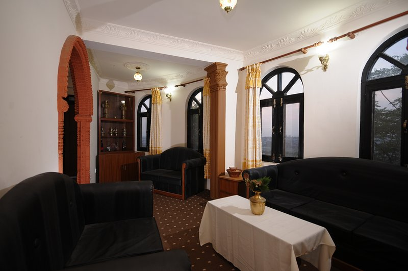 Spacious Room for 3 guests in Hotel Manohara Pvt Ltd, vacation rental in Balthali
