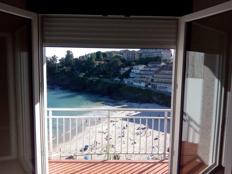 Piso en zona tranquila de Portonovo en primera linea de playa, holiday rental in Adina