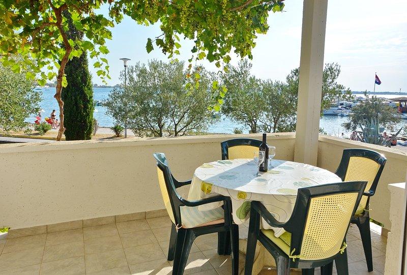 Charming apartment in Vrsi Mulo, great place in Dalmatia for family vacation, aluguéis de temporada em Vrsi