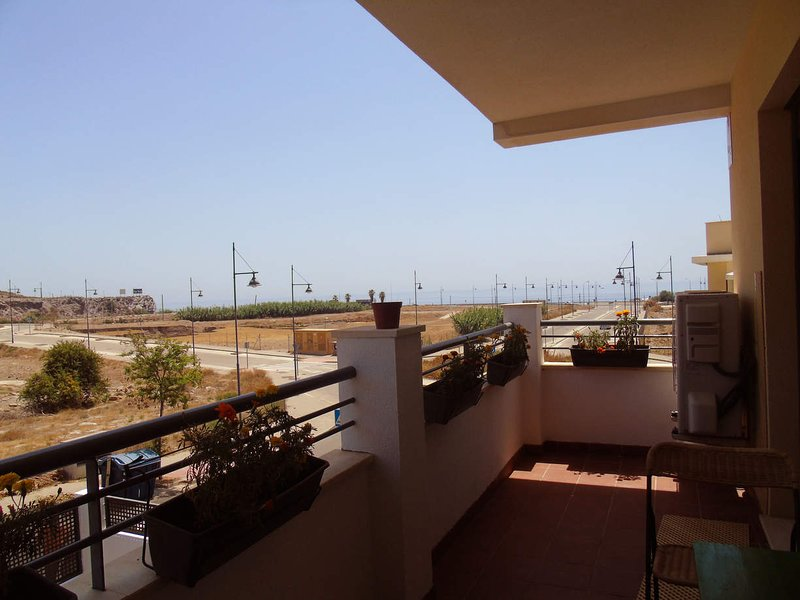 A&N Valle-Niza, junto a la playa, piscina y parking WIFI, holiday rental in Valle Niza