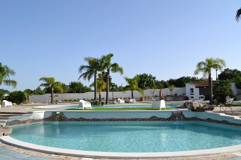 Villa Giulia – Villa with swimming pools, just 8 minutes from Torre Guaceto, vacation rental in Brindisi