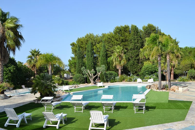 Villa Giorgia – Villa with swimming pools, just 8 minutes from Torre Guaceto, vacation rental in Brindisi