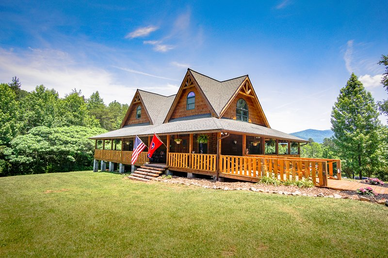 Sunrise Meadow Cabin near Gatlinburg. Time to relax in the Smoky Mountains of TN, vacation rental in Cosby