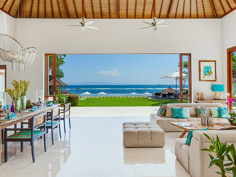 Villa Tirta Nila - View of the ocean across the lounge