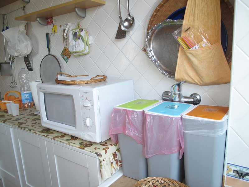KITCHEN with DIFFERENTIATED COLLECTION containers