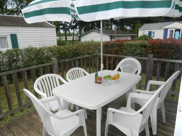 Nice property with shared pool, vacation rental in Saint-Epain