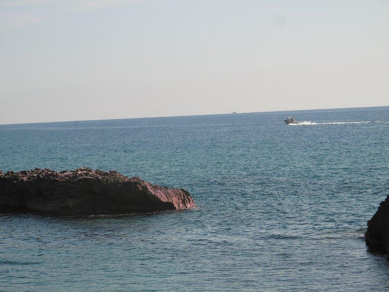 """Isolotto del Crocodile"" cliff shaped ""Crocodile"" always inhabited by the same Gabbiano"