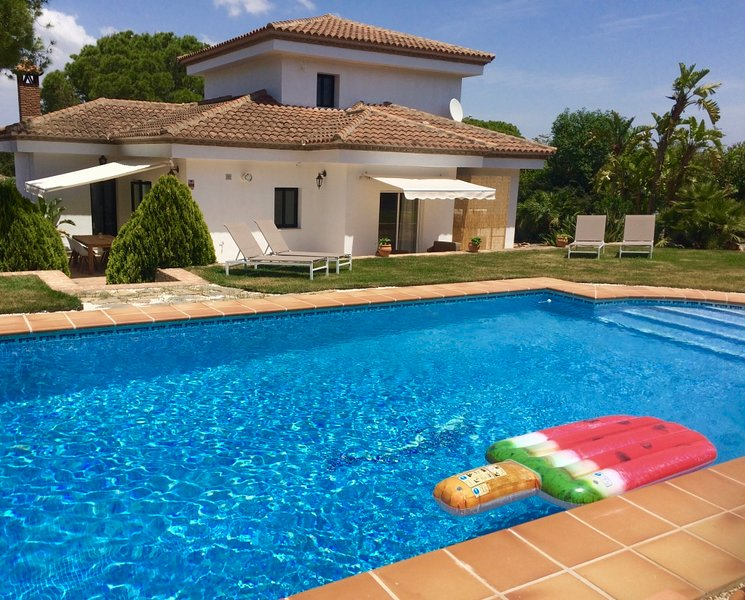 Luxury villa with private pool, BBQ, sauna, fitness, holiday rental in Cartama
