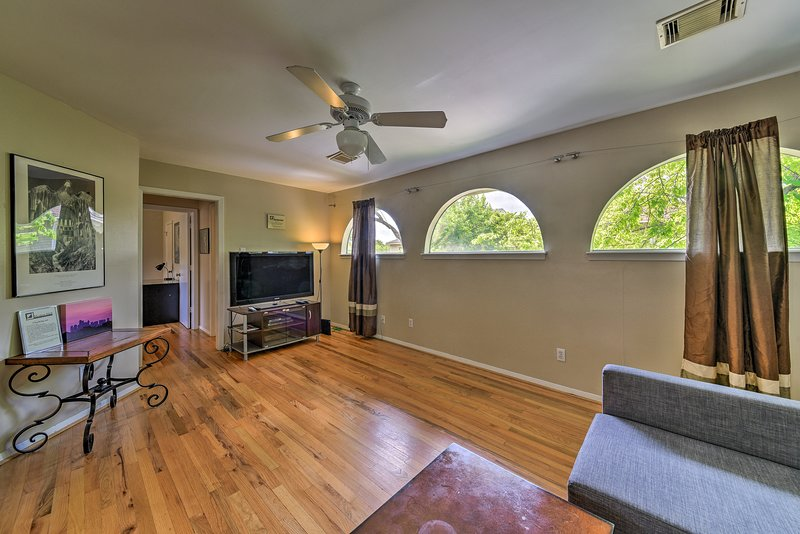 Explore Houston from this lovely 2-bed, 1-bath vacation rental apartment.