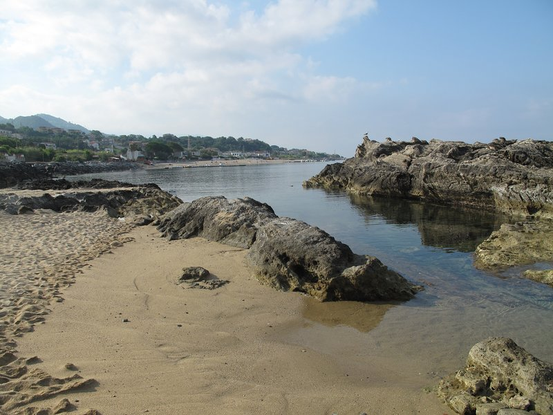 Pond on the beach between cliffs suitable for small children who play at sea without danger!