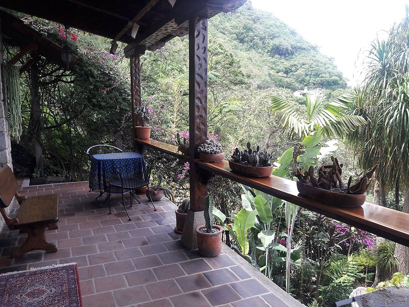 Lake Atitlan Historic Cottage for Rent, Ferienwohnung in San Lucas Toliman