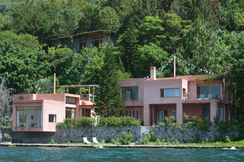 Anzan House | Pink House
