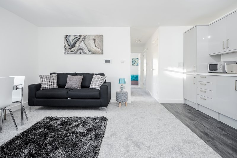 ❤️Elthorne Luxury Apartments - Uxbridge: Apt 3❤️Key Workers Only, holiday rental in Ickenham