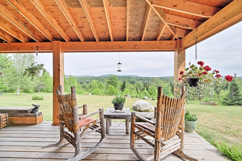This vacation rental offers 2 bedrooms, 1 bath, and arrangements for 4 guests.