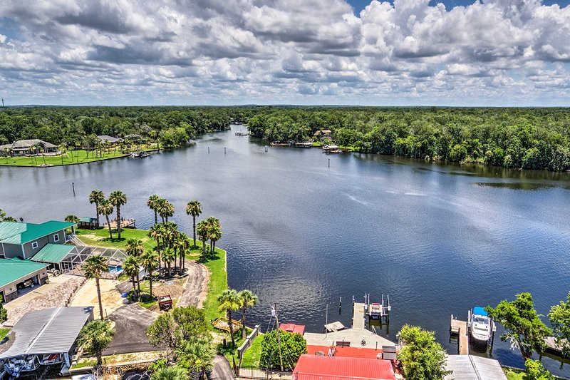 Homosassa River Home w/ Private Boat Ramp & Kayaks, holiday rental in Homosassa Springs