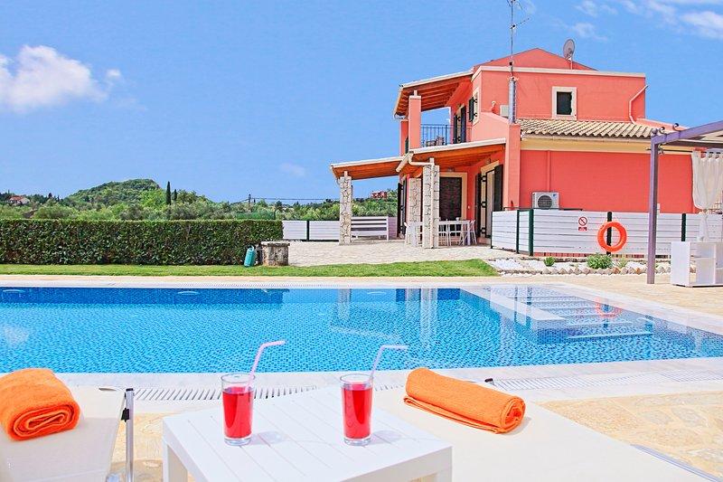 Villa Senses: A modern charming villa, private pool, stunning views, really, aluguéis de temporada em Gouvia