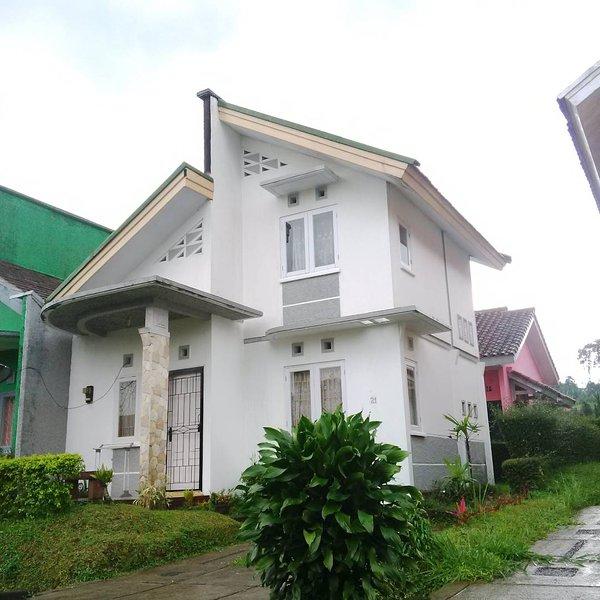 Villa Sasky CIATER HIGHLAND RESORT, vacation rental in Cisaat