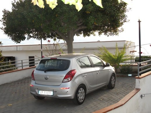 N ° TWO SHADED CAR PLACES on an exclusive park in front of the Villa, whose pavement can be glimpsed